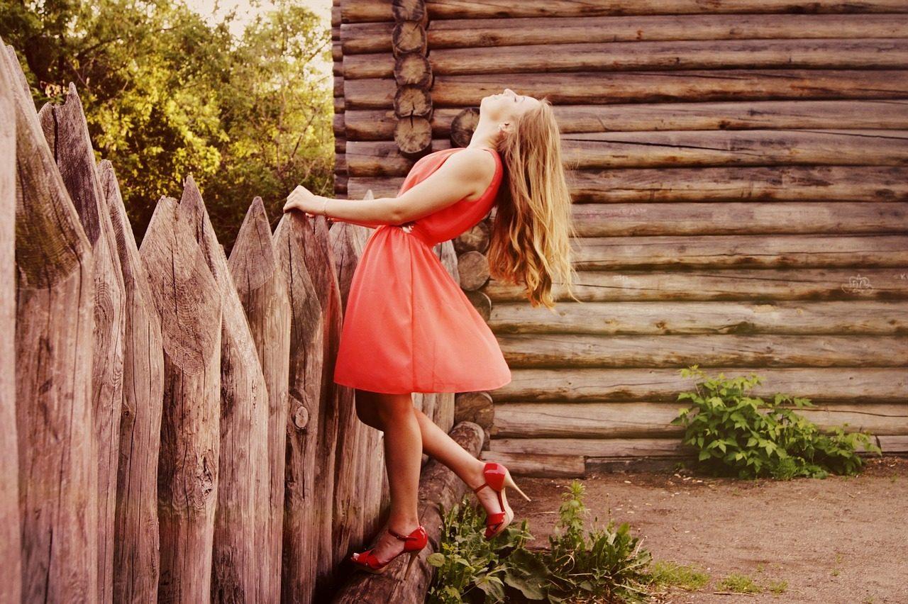 dress-864107_1280-1280x852.jpg