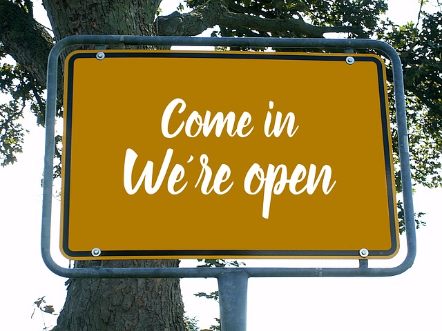 opening-time-3014155_640.jpg